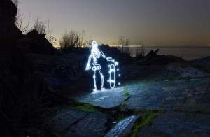 light-goes-on-light-painting-animation-of-a-skateboarding-skeleton